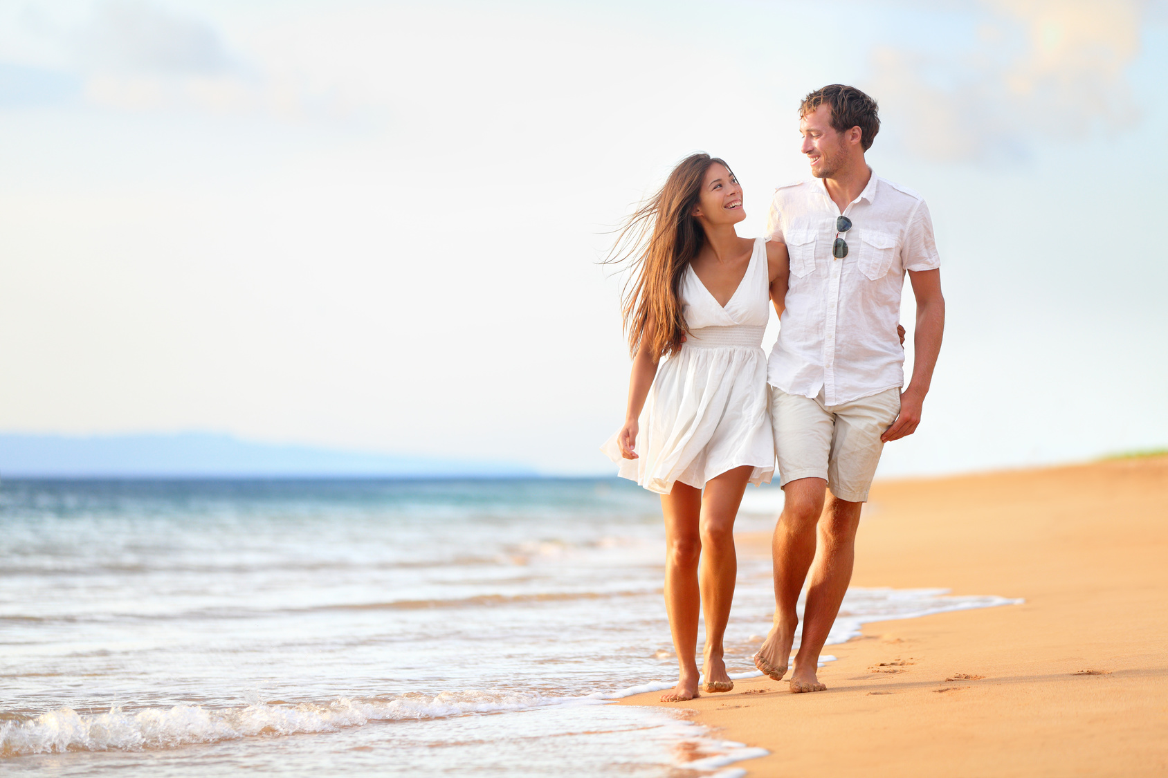 Romantic Holidays Beach couple walking on romantic travel